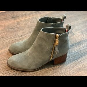 Tommy Hilfiger Gray Booties 5.5